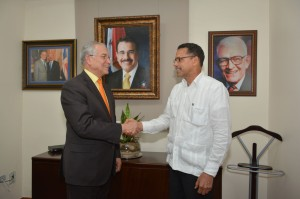 FOTO ORDENADOR NACIONAL, EMBAJADOR ANTONIO VARGAS  Y CONSUL DOMINICANO EN MILAN DSC_0270[1]